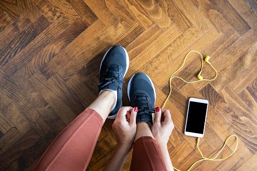 Comment bien nouer les lacets de vos chaussures?